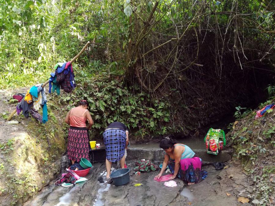Arroyo de la comunidad Nimlaha'kok, Alta Verapaz. Fotografía: Rachel Sieder y Lieselotte Viaene