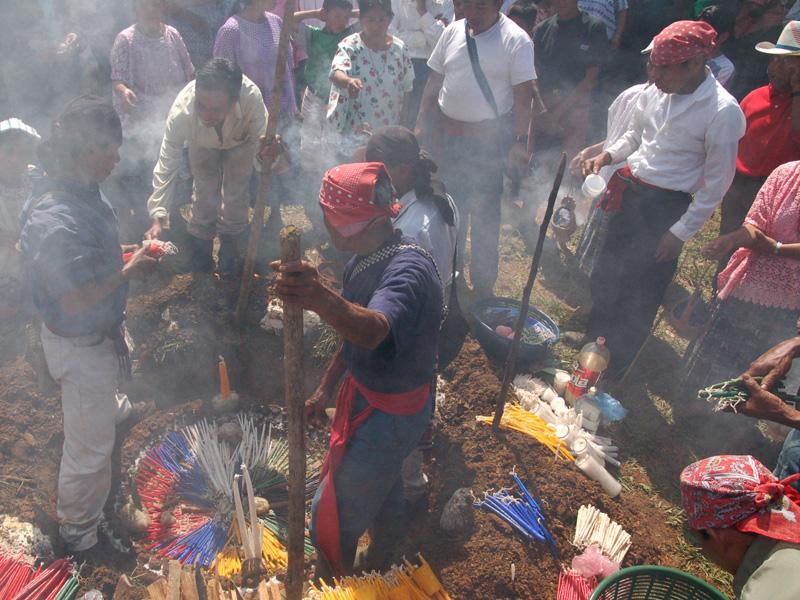 : Maya q'eqchi' mayejak, Guatemala, 2007, ©LViaen