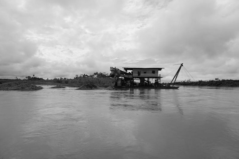 Dredger on the Quito river, tributary of the Atrato river. August 31, 2017. Photo by the author